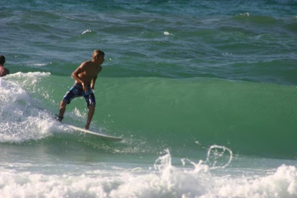 Saturday Mid-morning Beach and Surf Report 04/07/12