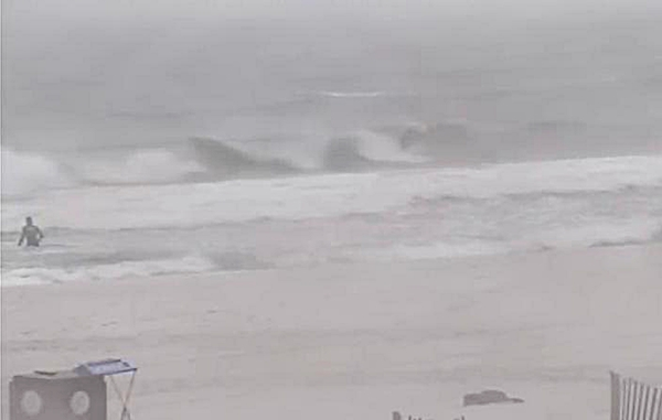 Friday Midday Beach and Surf Report 04/18/14